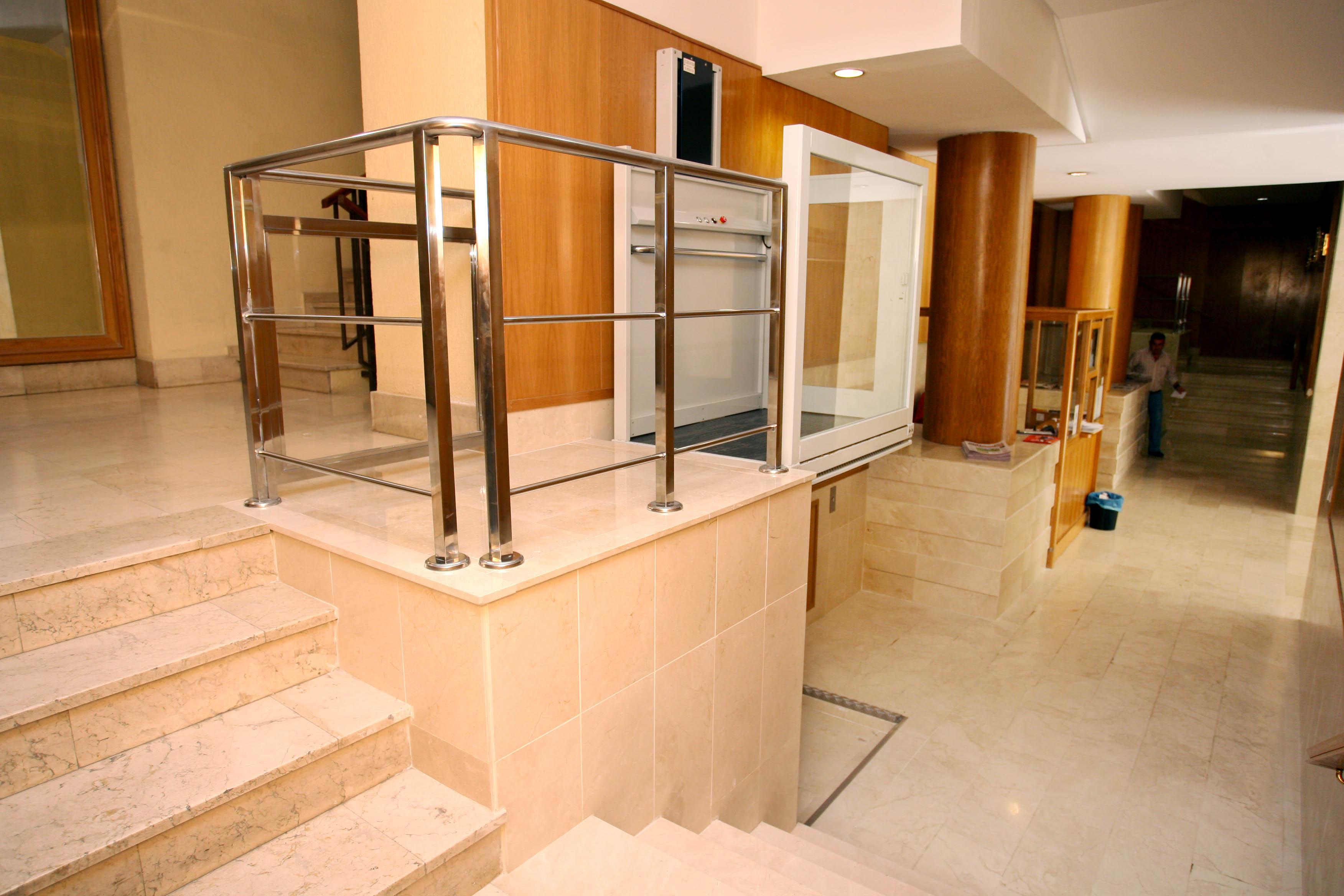 Elevadores en madrid para discapacitados minusvalidos y for Sillas ascensores para escaleras precios